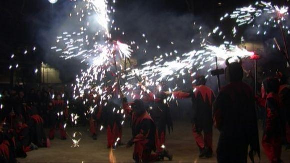 Entitats de cultura popular s'uneixen en la primera Festa dels Foguerons de Sant Antoni a Sant Cugat