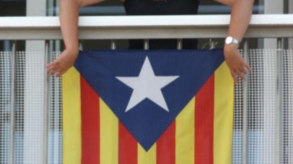 Ataquen amb pedres dos balcons amb estelades penjades a Sant Cugat