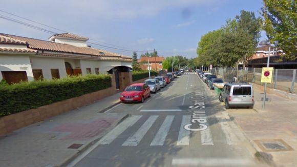 Els menors vivien en una casa ocupada a Mira-sol, davat l'escola Catalunya / Foto: Google Maps
