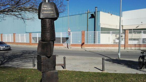 El monòlit de Delphi es trasllada al carrer per recordar el llegat industrial de Sant Cugat