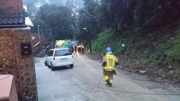 Un camió es desfrena al carrer de La Verònica i col·lisiona contra un mur