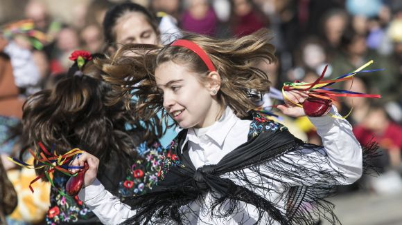 El Carnaval infantil es consolida amb el Ball de Giovenetes i la participació de comparses familiars