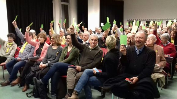 Els socis d'Òmnium Sant Cugat escullen per Sant Jordi el guanyador del projecte participatiu
