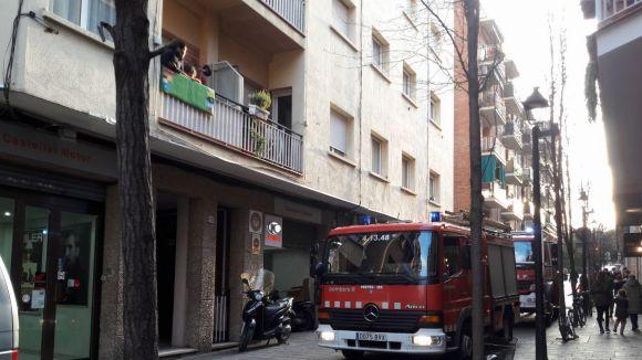 Un veí del carrer de Rosselló es deixa el foc encès de la cuina