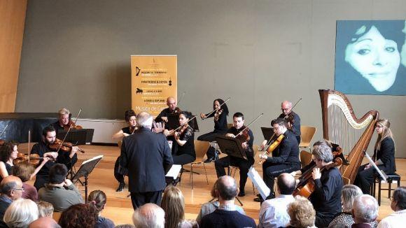 El concert de cambra de l'OSSC i l'arpista Laia Barberà fan petita l'Aula Magna del Conservatori