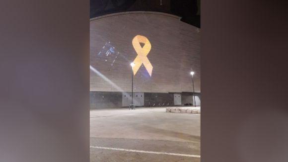 Cs vol que la delegació de govern intervingui per retirar el llaç groc de la façana del Teatre-Auditori