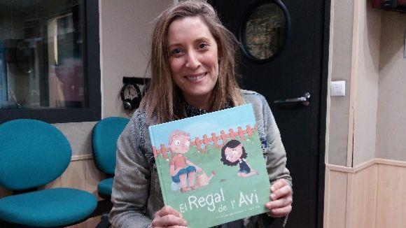 'El regal de l'avi' és el primer conte de la mestra de l'escola Pureza de María Anna Zamora