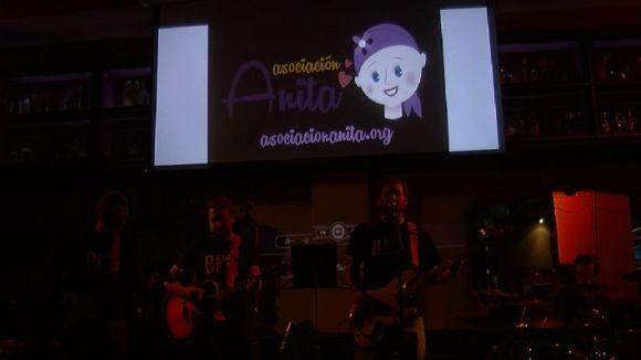 El Cafè Belgrado s'omple en un concert benèfic per a la investigació del càncer infantil