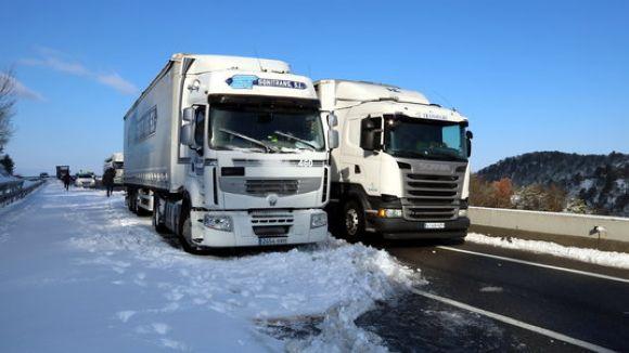 Els camions tornen a circular per l'AP-7, AP-2 i C-32 una vegada aixecada la restricció per la neu