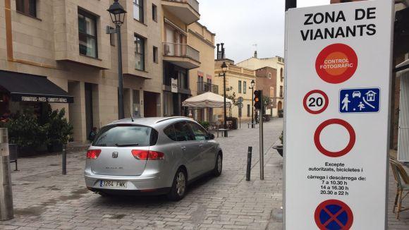 En marxa el nou sistema d'accés de vehicles al centre vianantitzat amb lector de matrícules