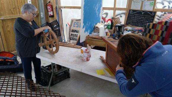 L'Espai Eco de Les Planes ofereix un taller de restauració i reciclatge per a la fabricació de mobles