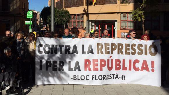 Una imatge de la concentració en suport als investigats a la Floresta