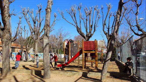 Famílies santcugatenques s'agrupen per reclamar una nova escola al centre
