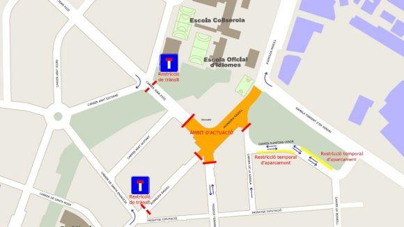 Tall de trànsit a la cruïlla de l'avinguda de Ragull amb carrer de Joan XXIII per les obres del carril bici