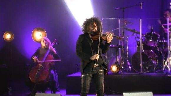 El violinista Ara Malikian explica a un Teatre-Auditori ple la història del seu instrument