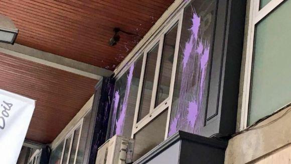 Acció vandàlica d'Arran a la façana de la seu del PP i a una paret de l'escola La Farga