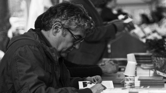 Quim Monzó en una firma de llibres