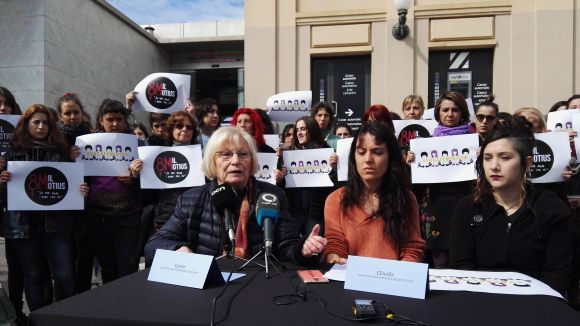 Una roda de premsa de les investigades / Foto: Cugat Mèdia