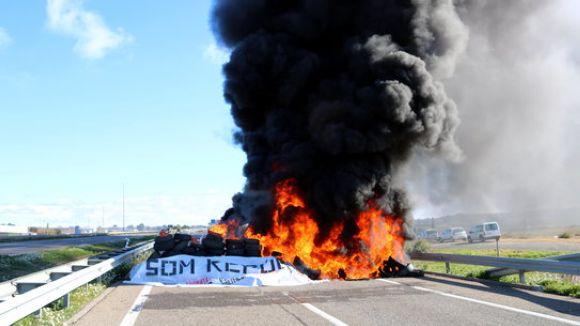 El CDR de Sant Cugat participa al tall de l'A-2 a Alcarràs