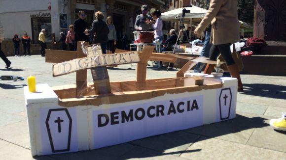 Escenifiquen la mort de la democràcia per reivindicar l'1-O