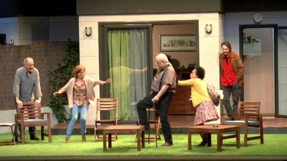 'Adossats' omple el Teatre-Auditori de rialles amb la seva visió dels petits problemes d'una família