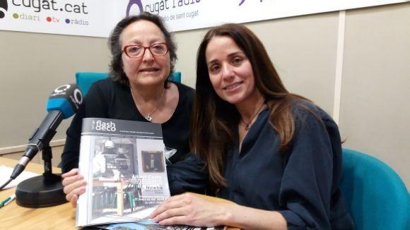 D'esquerra a dreta, Carme Reverte i Judith Martínez amb el nou número de Flash Deco