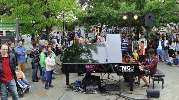 Tres pianos de cua instal·lats a peu de carrer ompliran aquest dissabte Sant Cugat de música