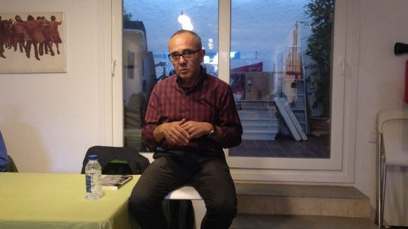 El portaveu parlamentari de CSQP, Joan Coscubiela, als faristols de la cambra / Foto: ACN