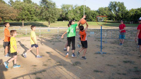 El traspàs de la contractació de monitors en l'esport escolar de l'OMET a les AMPA, aturat provisionalment