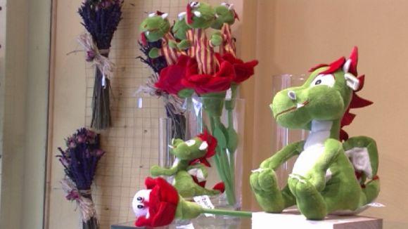 Llibreries, floristeries i pastisseries es preparen hores abans de Sant Jordi