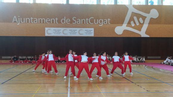 Ballarins i públic desborden el pav 3 de la Rambla del Celler en la 10a Trobada Comarcal de Dansa