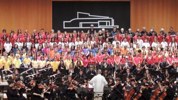 Les corals i l'orquestra simfònica de l'EMMVA/ Foto Tasantcugat.cat