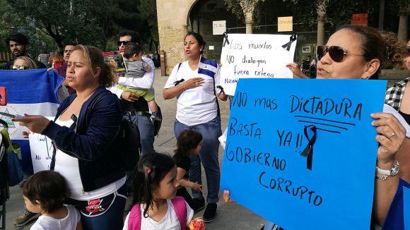 Nicaragüencs residents a Sant Cugat es concentren per les morts a Managua