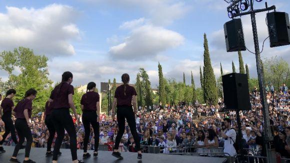 Més de 400 alumnes fan ballar Sant Cugat en una 14a Mostra de Dansa multitudinària