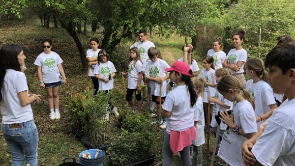 'Plant for the Planet' forma una quarantena de joves a la Floresta per a conscienciar-los sobre el canvi climàtic