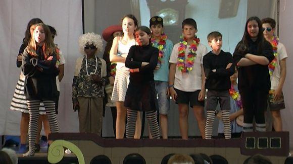 Alumnes de 6è del Pi d'en Xandri regalen un musical abans de deixar l'escola
