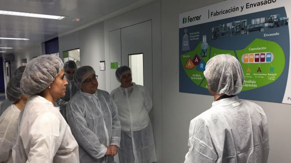 Dolors Montserrat posa en valor la importància de la indústria farmacèutica en una visita a Ferrer
