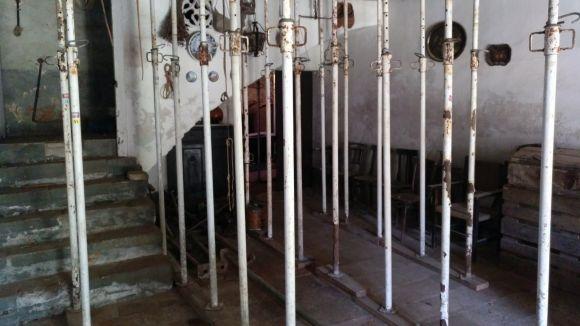 El pis de baix de la masia està apuntalat i no es pot utilitzar