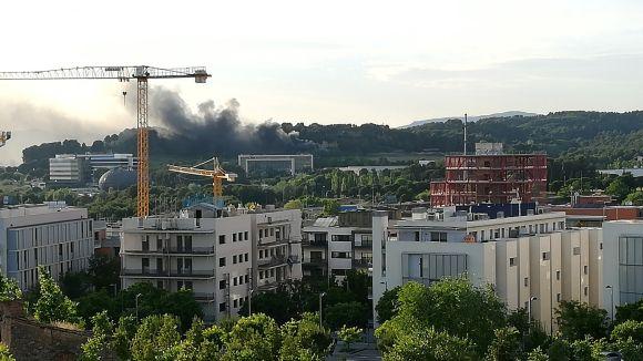 Els Bombers sufoquen un incendi en un magatzem del clausurat camp de golf de Sant Joan