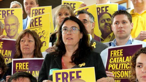 Familiars dels 'presos polítics' porten la seva situació al Parlament Europeu