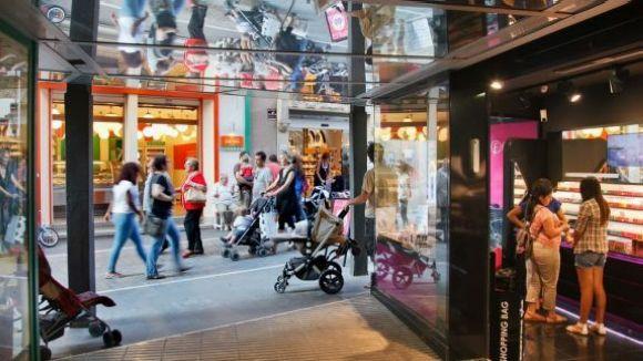 Una cinquantena de comerços obriran aquest agost sota el paraigua 'Oberts per Vacances'