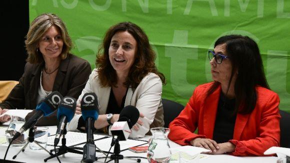 Mercè Conesa al centre acompanyada de Carmela Fortuny a l'esquerra i Cristina Paraira a la dreta / Foto: Localpres