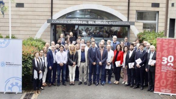 Imatge dels representants de les 37 entitats signants / Foto: CCVO