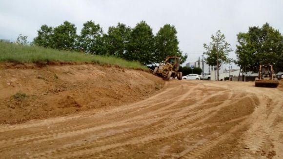 Les màquines han començat a aplanar el terreny / Foto: Ajuntament