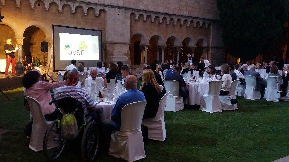 El 25è sopar solidari d'AVAN recapta 9.000 euros al Claustre del Monestir