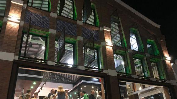 El Mercat Vell s'il·lumina de verd per sensibilitzar sobre l'ELA