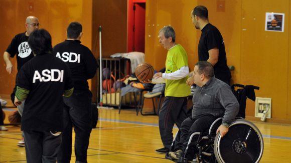 Les persones amb mobilitat reduïda tenen una festa adaptada a les seves necessitats / Foto: Localpres