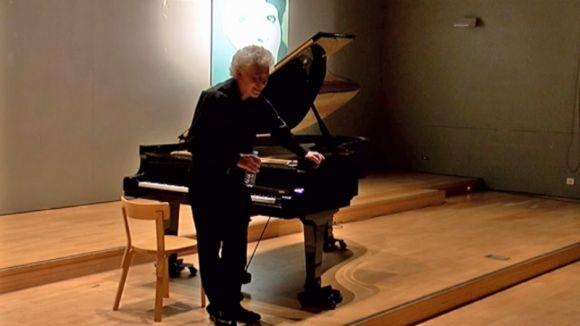 Antoni Besses repassa en un concert íntim l'obra polifònica de Bach per a teclat