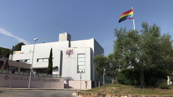 Sant Cugat i Valldoreix s'uneixen al Dia de l'Orgull LGTBI amb banderes de l'arc de Sant Martí