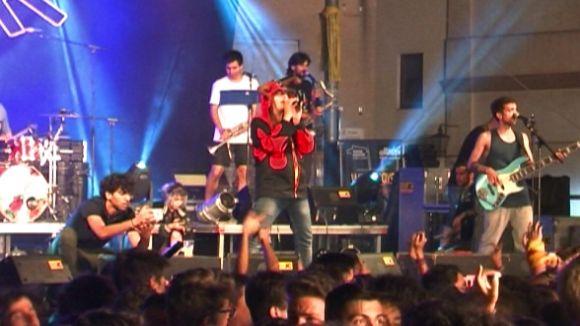 Sant Cugat gaudeix 'La gran vida' de Buhos en un concert multitudinari
